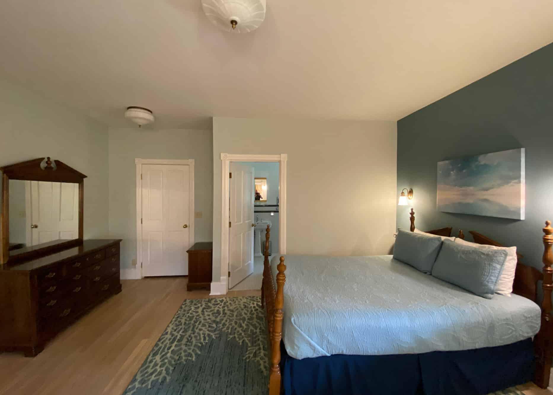 the-edenwild-inn-lopez-island-lodging-2020-room-01-02