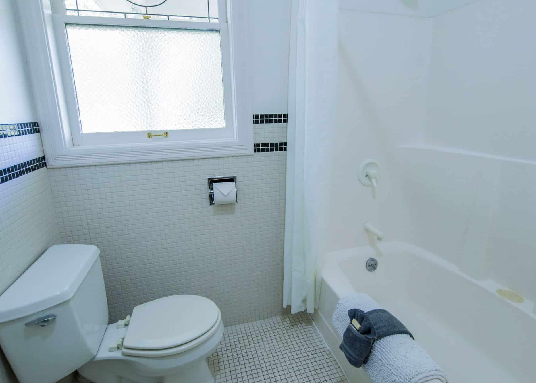 the-edenwild-inn-lopez-island-lodging-2020-room-01-04