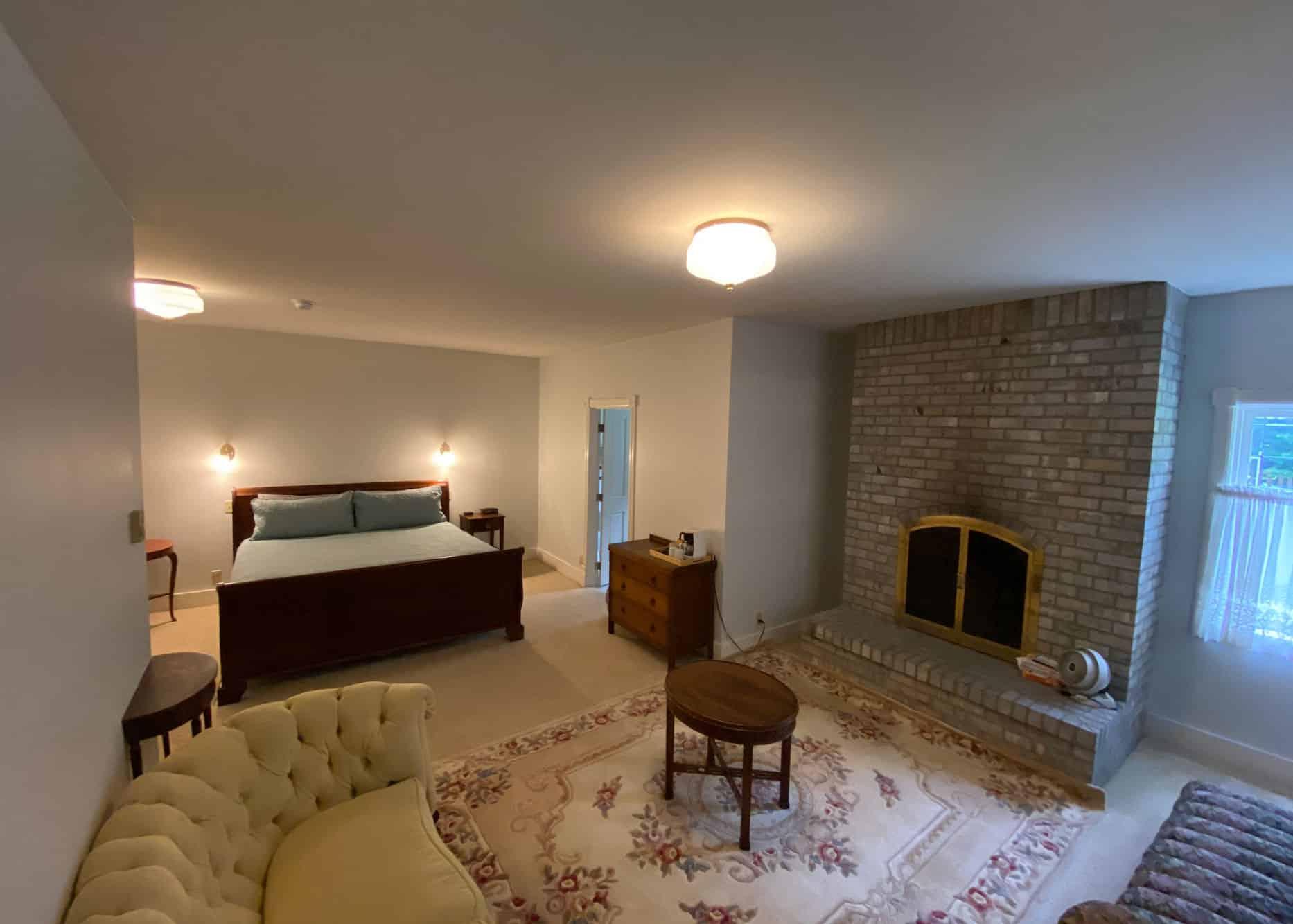 the-edenwild-inn-lopez-island-lodging-2020-room-02-01