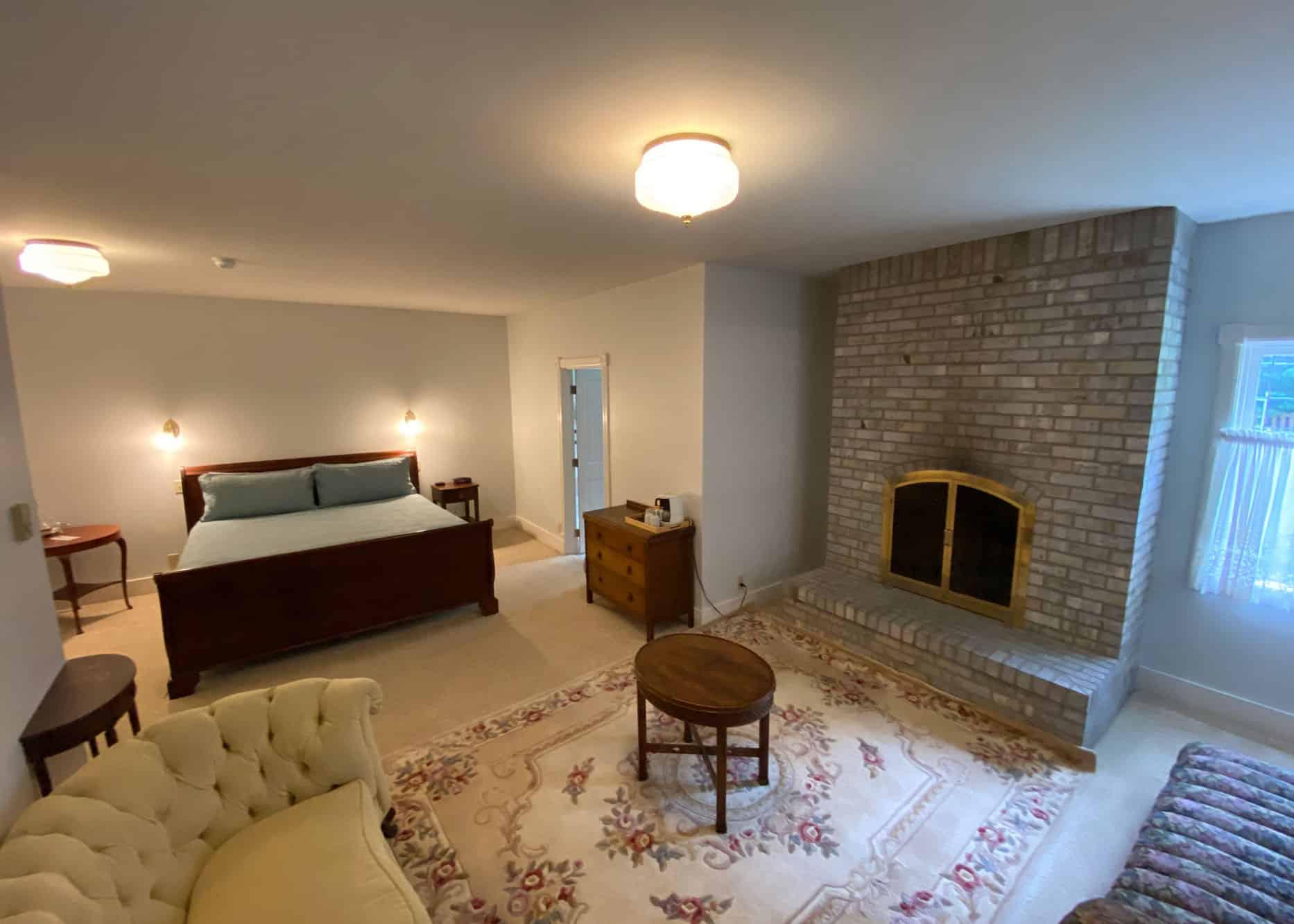 the-edenwild-inn-lopez-island-lodging-2020-room-02-03