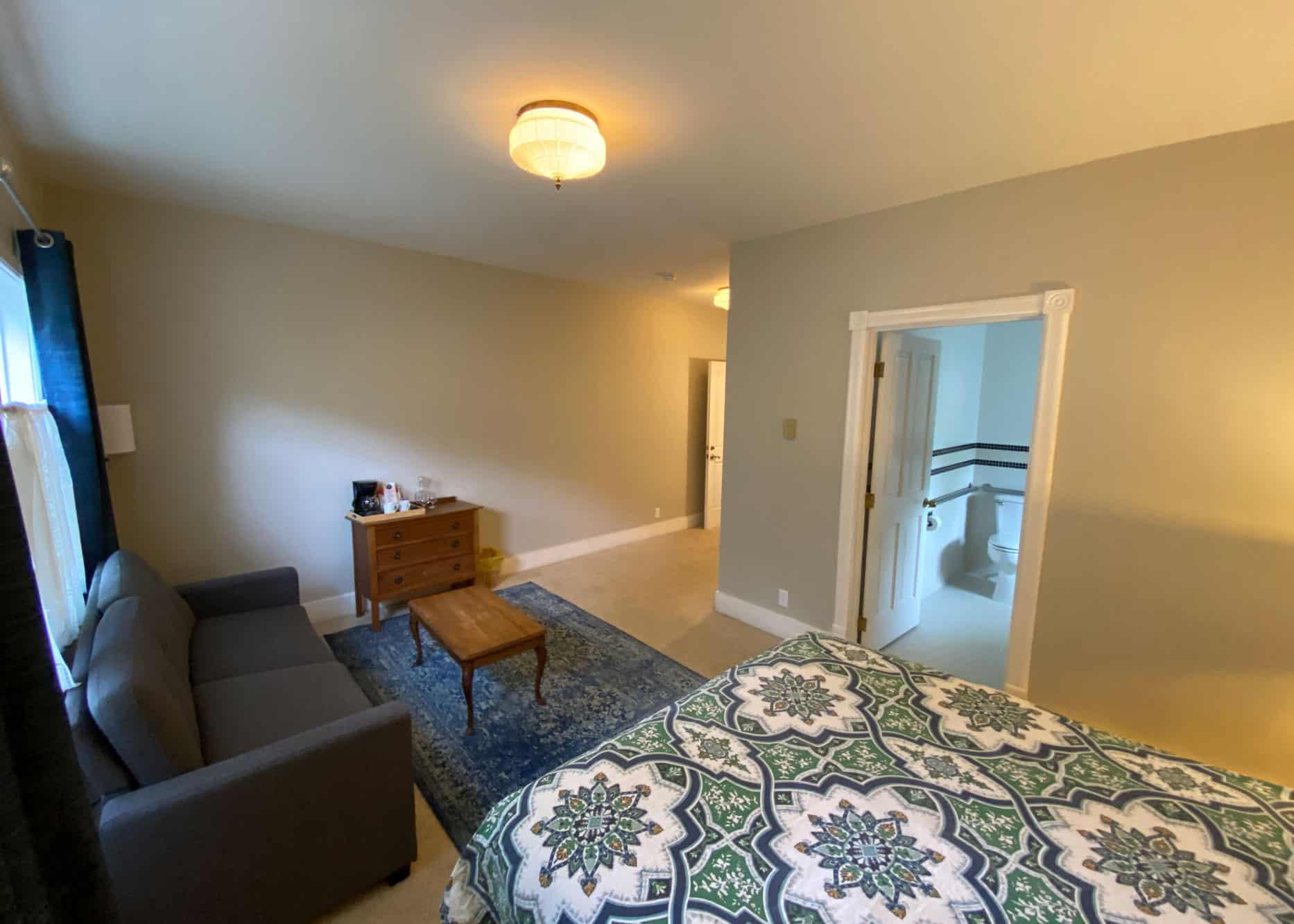the-edenwild-inn-lopez-island-lodging-2020-room-03-02