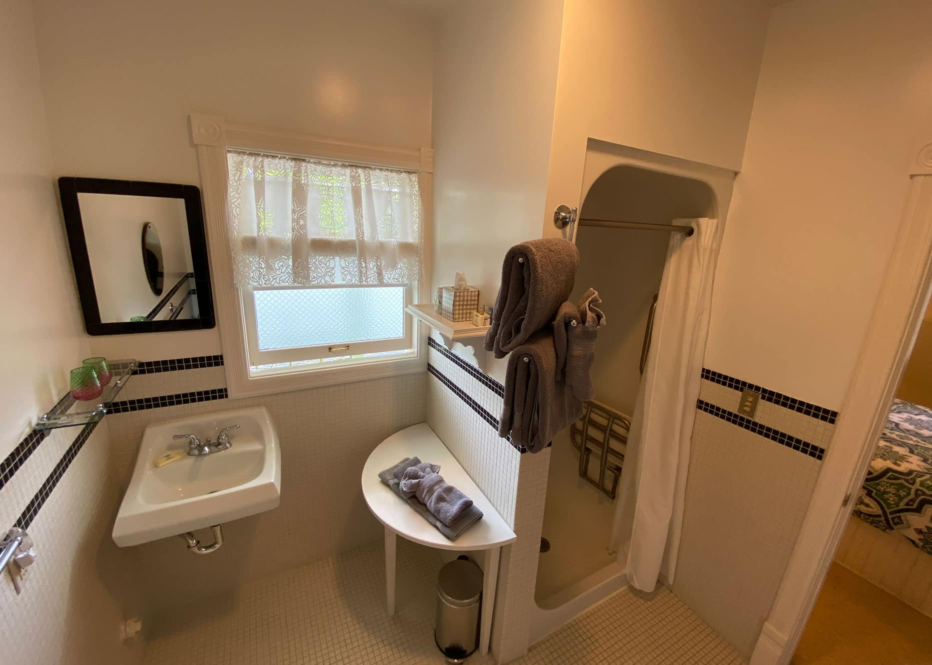 the-edenwild-inn-lopez-island-lodging-2020-room-03-03