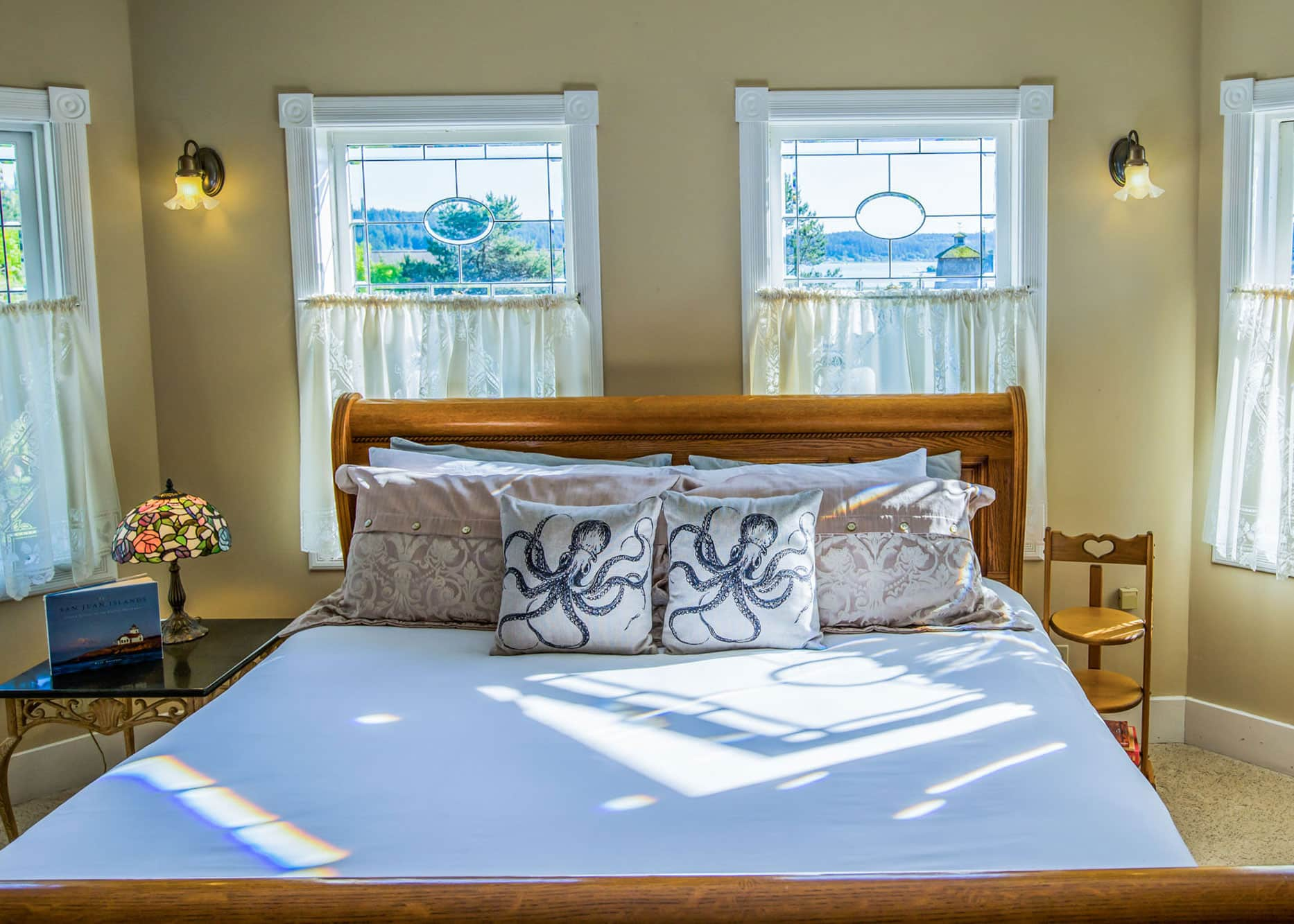 the-edenwild-inn-lopez-island-lodging-2020-room-06-01