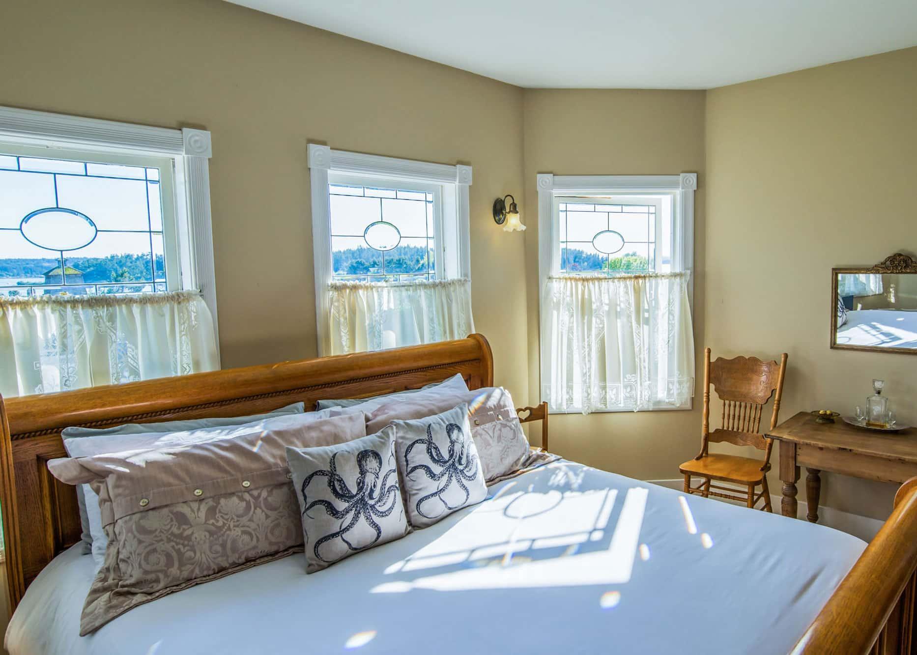 the-edenwild-inn-lopez-island-lodging-2020-room-06-02