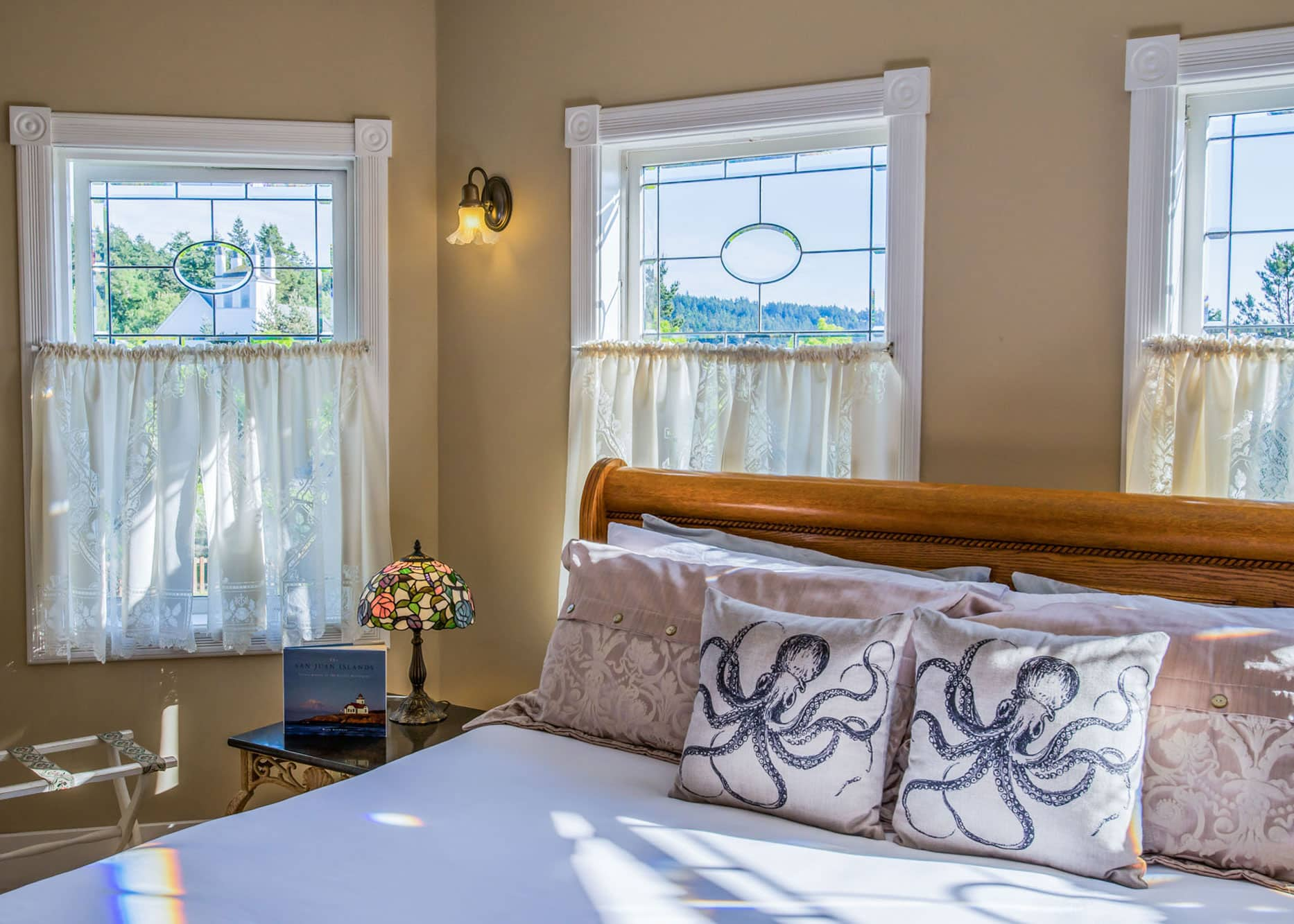 the-edenwild-inn-lopez-island-lodging-2020-room-06-03