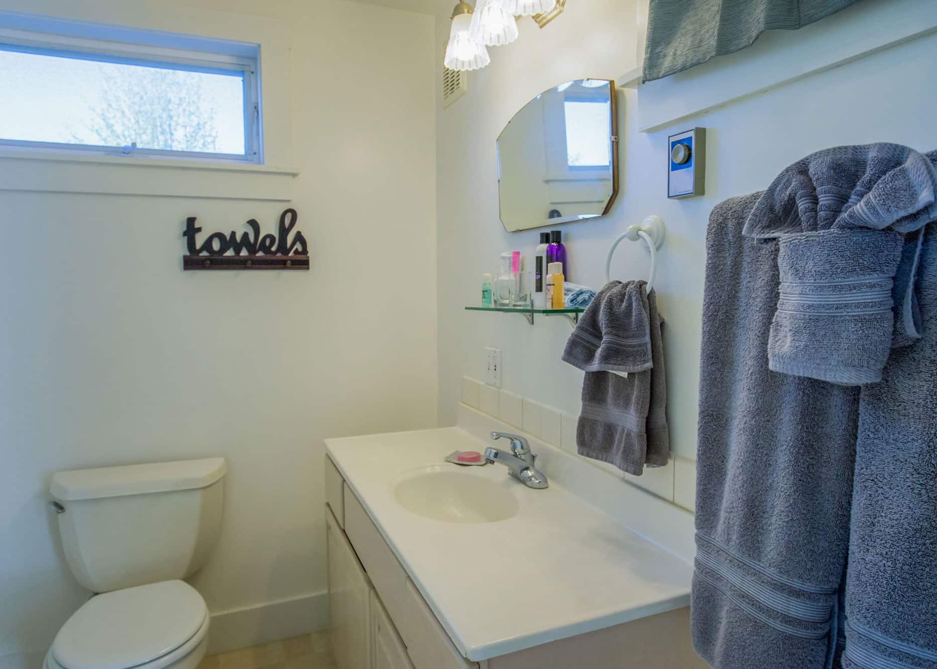the-edenwild-inn-lopez-island-lodging-2020-room-09-09
